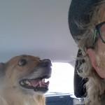 Mila und Werner im Auto